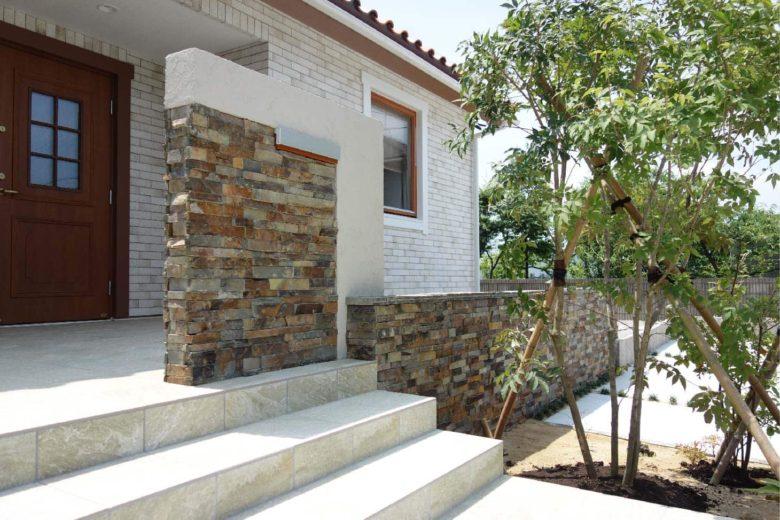 新居の庭先