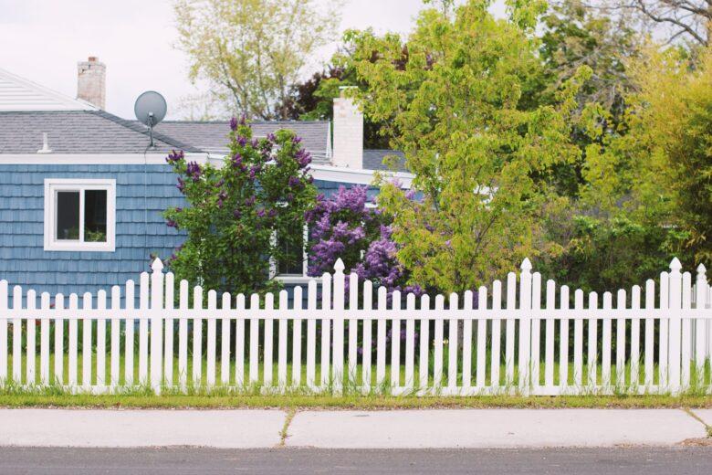 住宅のフェンス